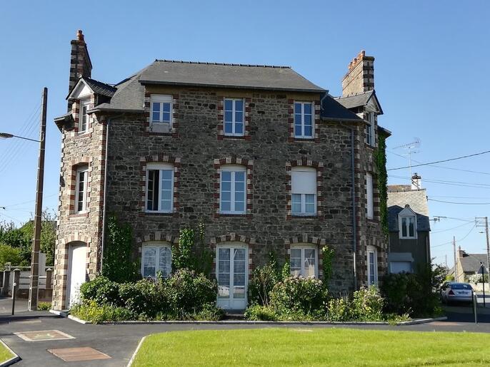 appartement-a-louer-dinard-gare-la-saudrais-la-vicomte-14143495_0_1564910057_707e32e61527f13775f4f79cd15592af_crop_686-515_