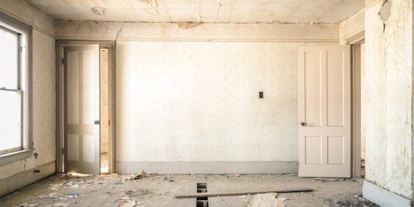 Comment réagir face aux dégâts des eaux au plafond ?